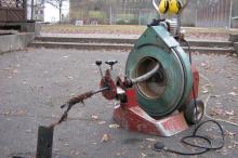 Professionielle Rohrreinigung mit einer Trommelmaschine